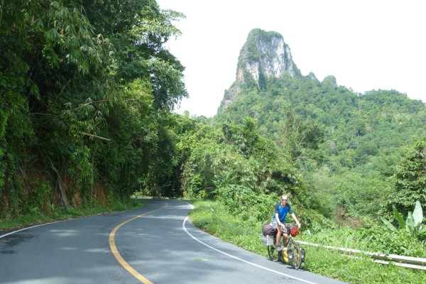 kurz vor Krabi: Karstberge!, close to Krabi: lime mountains!