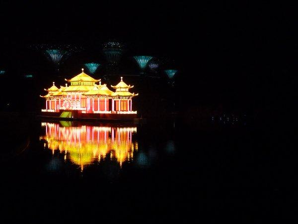 Chinese autm festival. Here an illuminated paper house ///// Das chinesische Herbstfest. Hier ein erleuchtetes Haus aus Papier