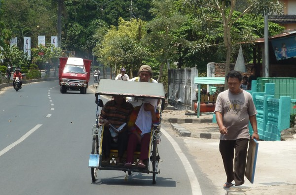 There are many riksha cyclists in Sumatra. ///// Es gibt viele Rikschafahrer auf Sumatra.