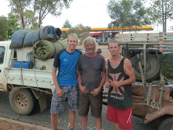 Alex with Stuart and Chris (from left to right) at arrival in Alice Springs ///// Alex mit Stuart und Chris (vlnr) bei Ankunft in Alice Springs