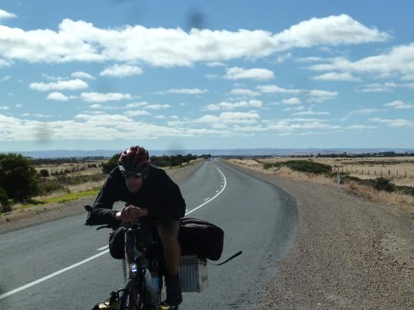 Adelaide to Kingston - there are stretches which are hardly uninhabited (the longest one ist 150 km)  ///// Adelaide bis Kingston - es gibt lange Strecken, die kaum bewohnt sind (die längste ist 150 km)