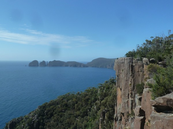 Cape Huay as seen from far ///// Cape Huay aus der Ferne