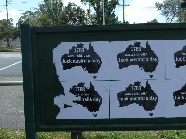 Later in Melbourne we see this political message ///// Später in Melbourne sehen wir dieses politische Plakat.